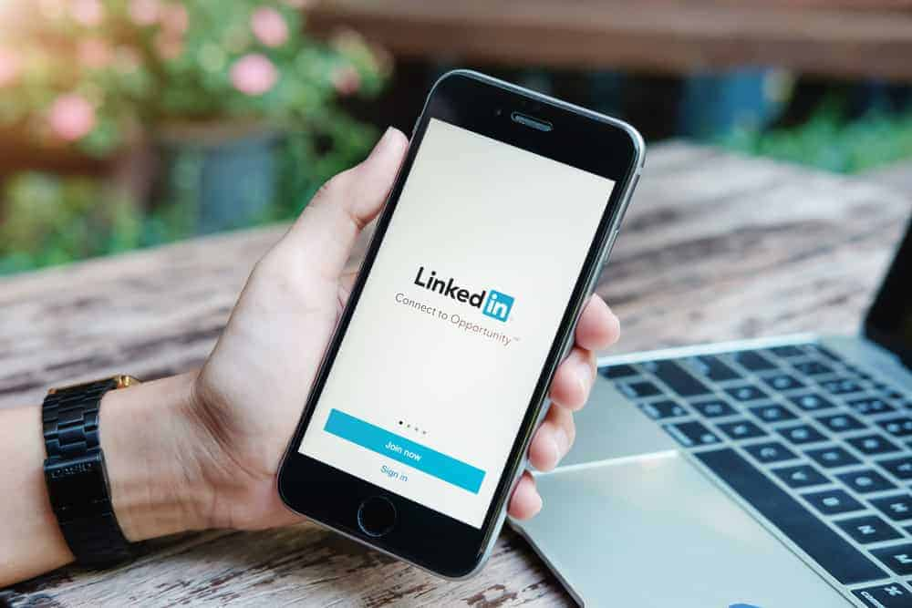 How to View LinkedIn Saved Jobs