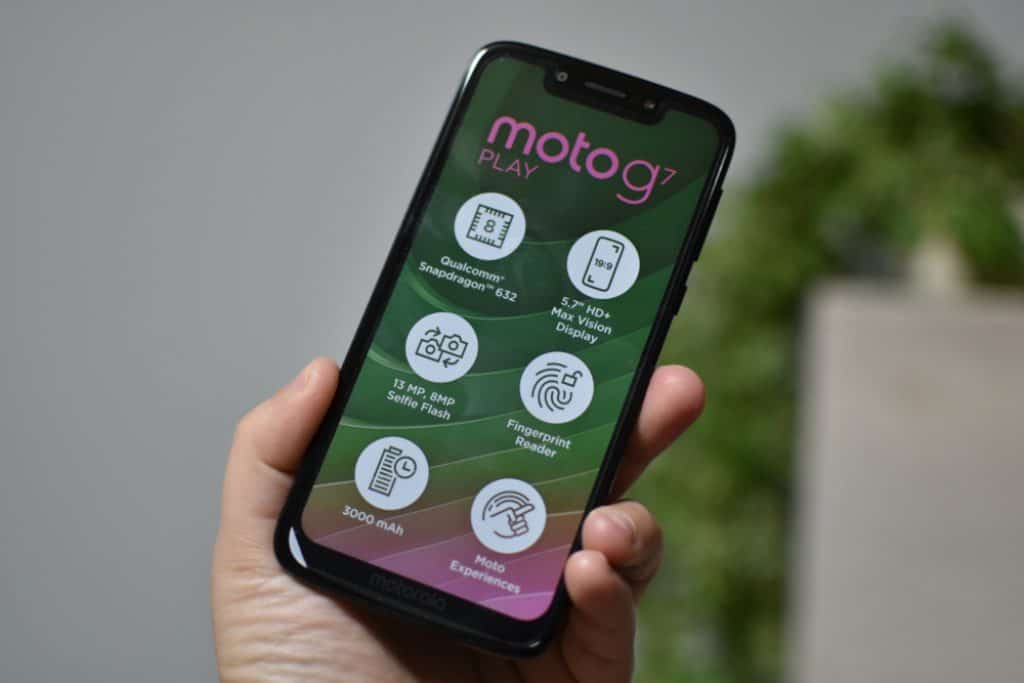 Moto G7 Supra Display Features Review